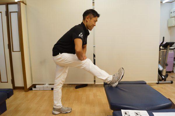 「足を台に乗せる 膝を曲げる」の画像検索結果